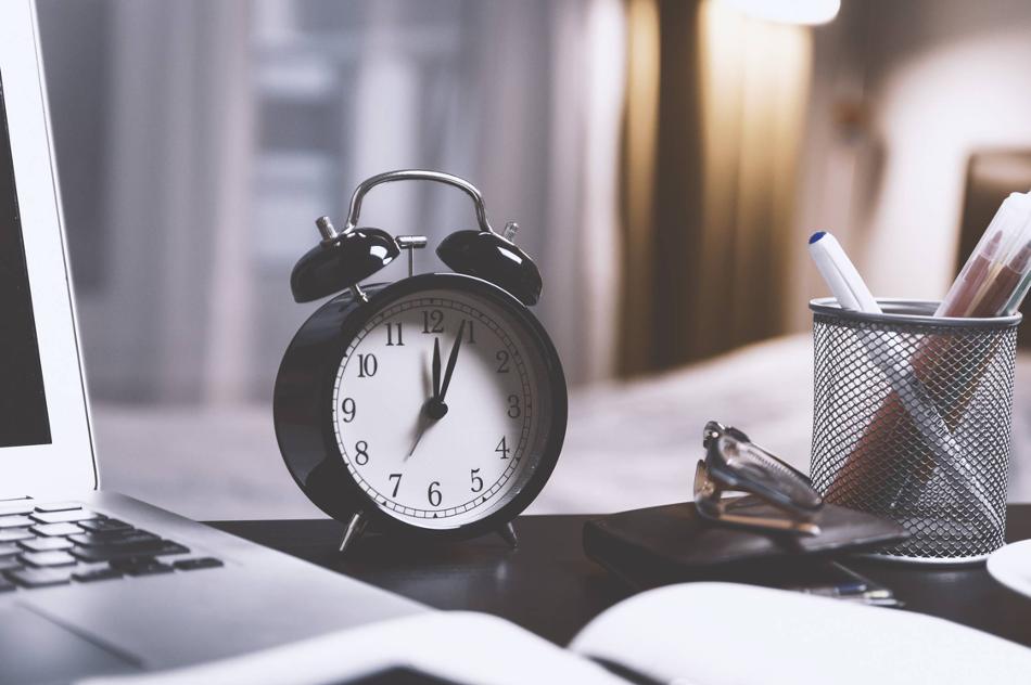 Image of an alarm clock on desk